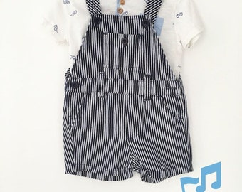 Set of short jumpsuit and t-shirt for baby