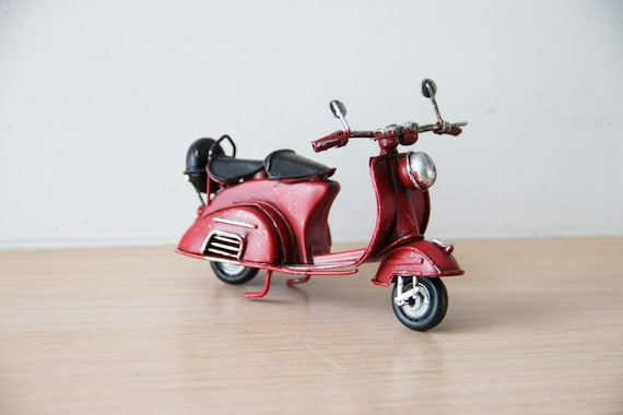 Vintage scooter miniature, red scooter miniature, Italian style tin, decorative bike in scarlet for, favours red scooter, retro scooter gift