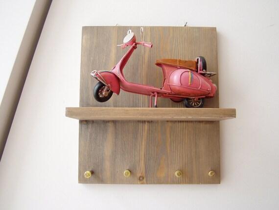 Rose organisateur clé vespa planche de bois avec scooter vespa et