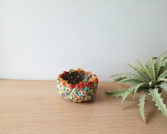 Small crochet bowl, crochet ring holder, crochet decorative bowl, multicolour ring dish, unique green orange tiny bowl