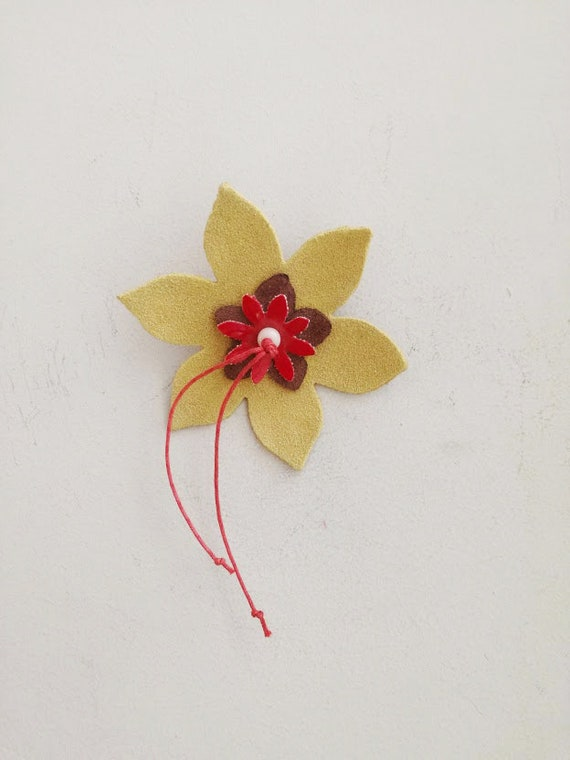 Yellow flower brooch, yellow leather brooch, three flowers brooch with leather flowers in yellow, red, brown, unique, leather boho brooch