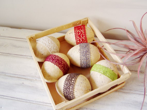 Beige Easter egg with red lace, decorative Easter egg, marbled, rustic, cream brown egg with red lace decor, Easter decor, rustic Easter