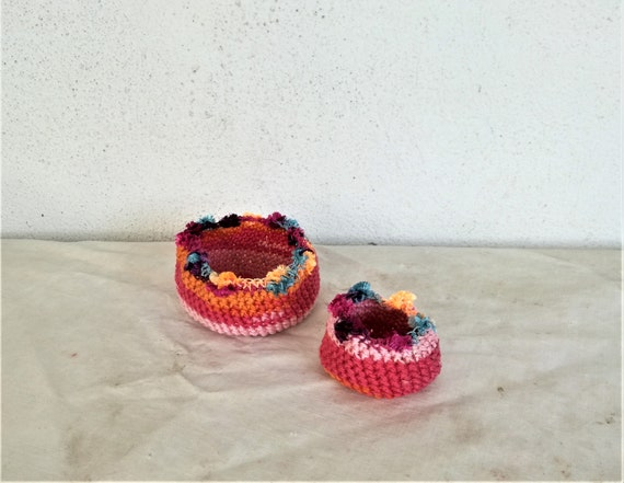 Small crochet bowls, crochet ring holders, smal and smaller decorative bowls, red-pink ring dishes, tiny  crochet bowls, a set of two