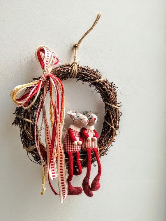 Lovers' wreath, Mr & Mrs Mouse wreath, boy and girl mouse wreath, white grey red wreath, winter wreath, felt mice wreath, Valentine's gift