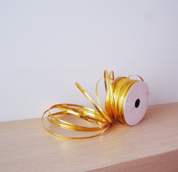 Christmas crafts cord, wired gold cord, flexible golden cord for wreaths, crafts projects and gift wrapping, mellow gold craft wire, 5 yards