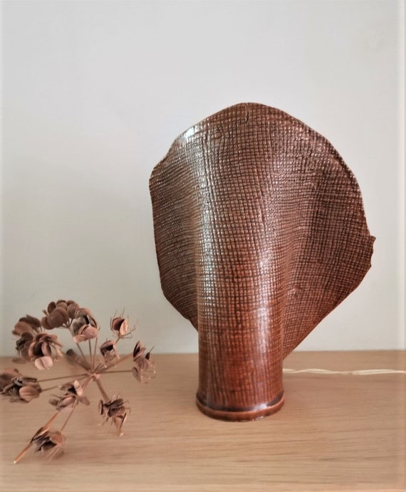 Ceramic table lamp, fan shaped table lamp, stoneware clay slab lamp in brown, ceramic sculpture with a lamp, rustic boho brown lamp