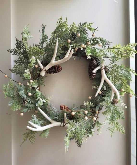 Antler Xmas wreath, deer antler winter wreath with juniper branches and pine cones, festive faux antler door wreath