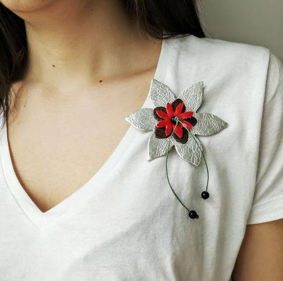 Silver flower brooch, silver leather brooch, three flowers brooch with leather flowers in silver, red, brown, unique, leather boho brooch