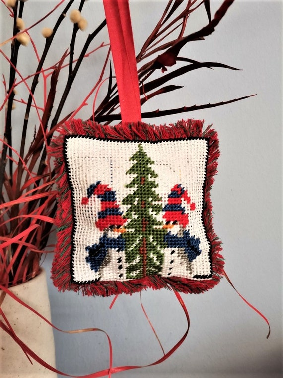 Snowmen embroidered ornament, Xmas tree snowmen ornament, hand embroidered tree fabric bauble of snowmen