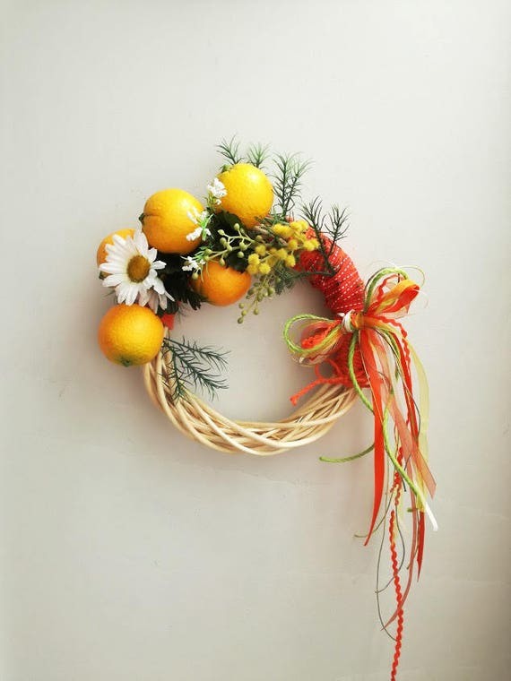 Oranges wreath, summer wreath of oranges and daisies, door wreath, door decor, small oranges on wicker wreath with white daisies and ribbons