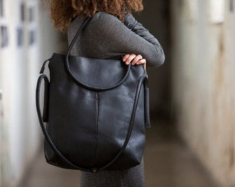 Black leather tote, tote with a zipper, leather crossbody purse, oversize leather bag, black leather bag, tote with pockets, everyday bag