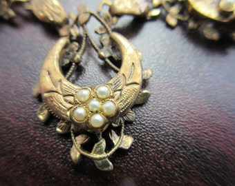 Old Vintage Faux Pearl Necklace & Brooch