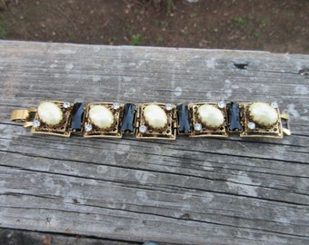 Beautiful Rhinestone Faux Pearl Bracelet