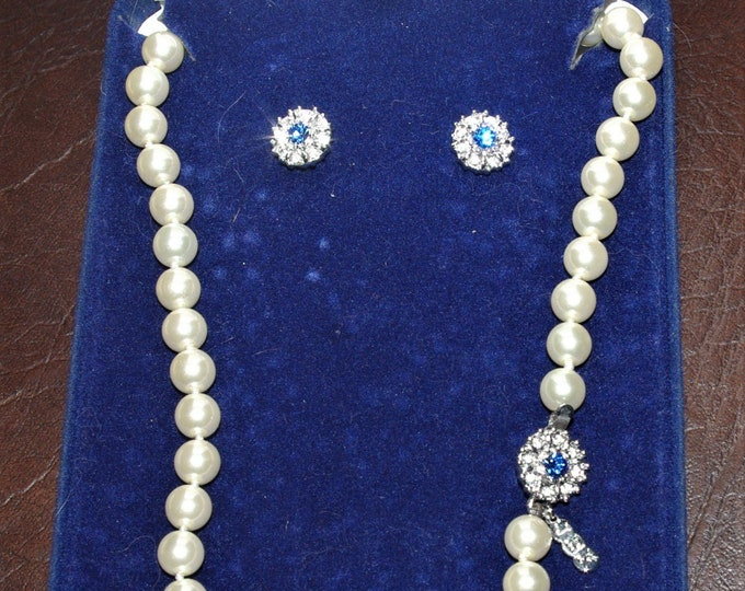 Jackie Kennedy Jewelry Set - Pearl Necklace and Earrings with Certificate