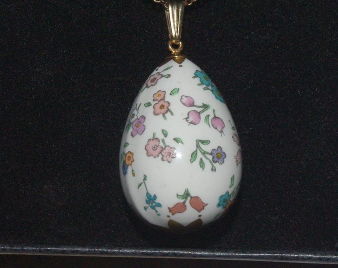 Franklin Mint Necklace - 1981 Porcelain Egg Necklace in Original Box with Certificate - S3187