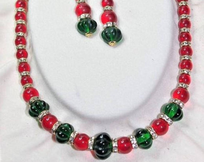 Jackie Kennedy Jewelry SET - Beaded Necklace and Earrings in Red and Green with Certificate