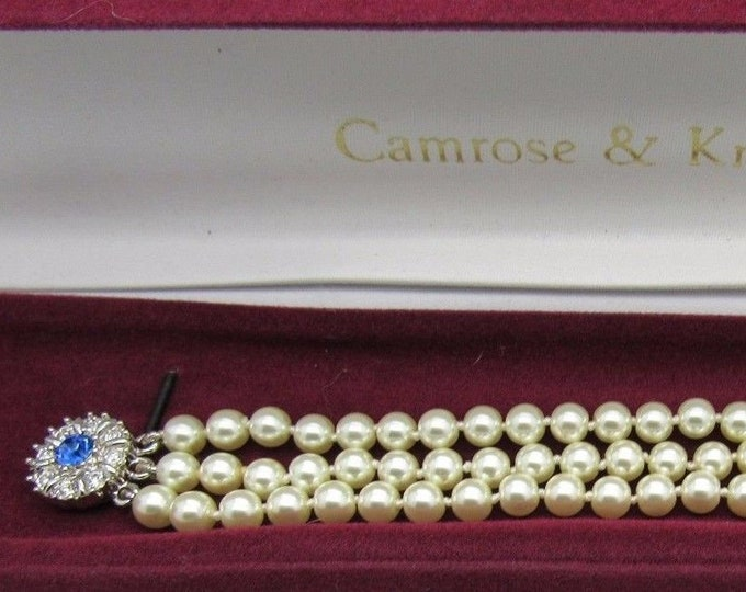 Jackie Kennedy Pearl Bracelet with Sapphire Clasp and Certificate - 61