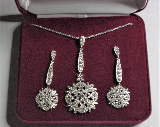 Jackie Kennedy Winter Crystal Jewelry Set - Necklace and Earrings in Silver, Box and Certificate
