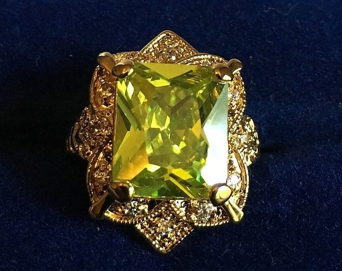 Jackie Kennedy Ring - Peridot in Gold Plated Setting with Certificate