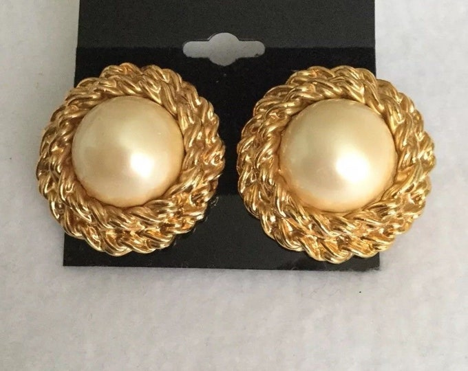 Joan Rivers Earrings - Pearl Clip On - S3027