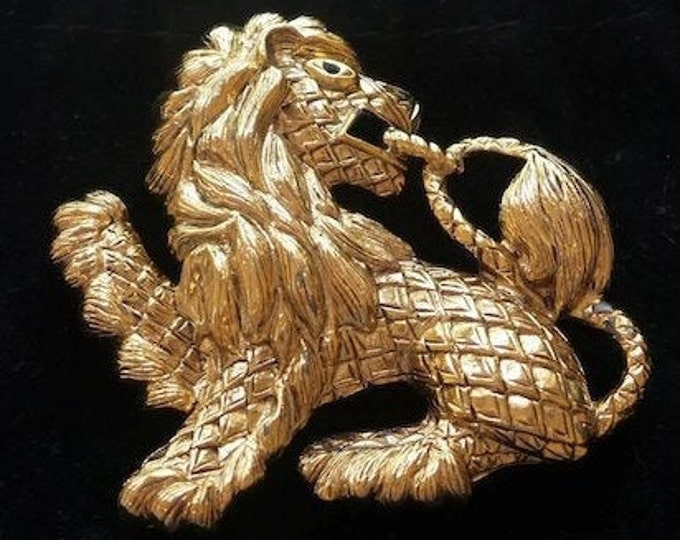 MAJESTIC Joan Rivers Brooch, Large Gold Lion Highly Dimentional - 3209
