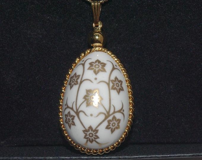 1984 Franklin Mint Porcelain Egg Necklace in Original Box - S3188