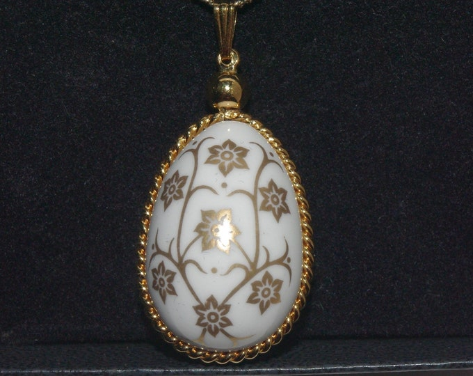 Franklin Mint Necklace - 1984 Porcelain Egg Necklace  in Original Box - S3188