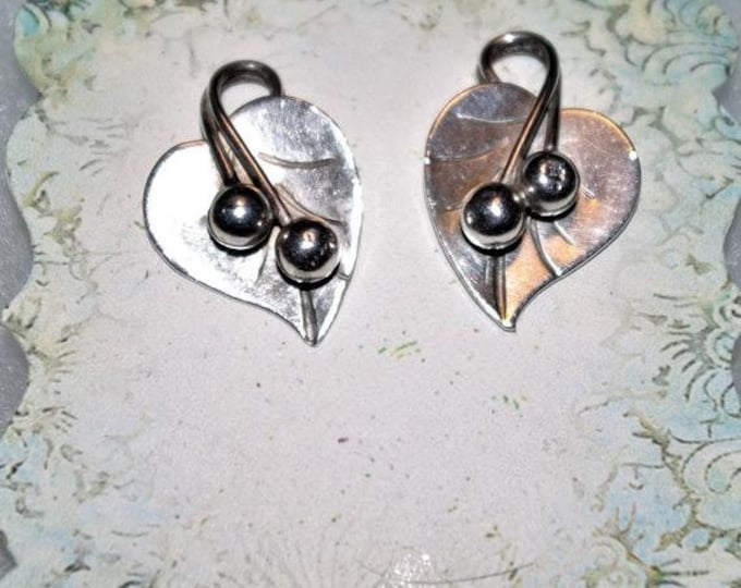 925 Leaf Shaped Clip On Earrings - TMS1