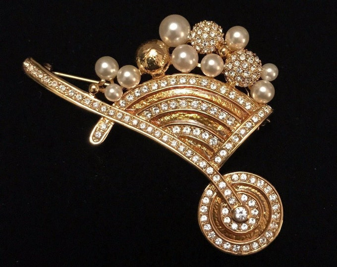 Jackie Kennedy Wheelbarrell Brooch, 18kt Gold Plated, Faux Pearls and Crystals - 412