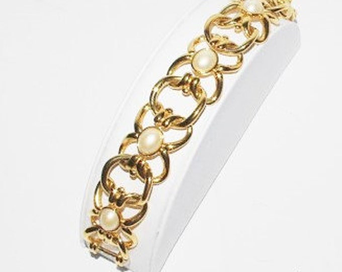Joan Rivers Pearl Bracelet - S1290