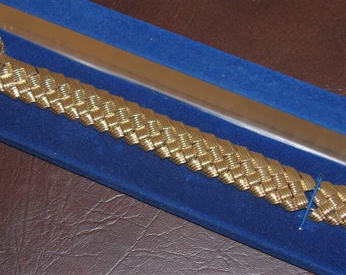 Jackie Kennedy Basket Weave Bracelet Size 7 or 8 with Certificate - 95