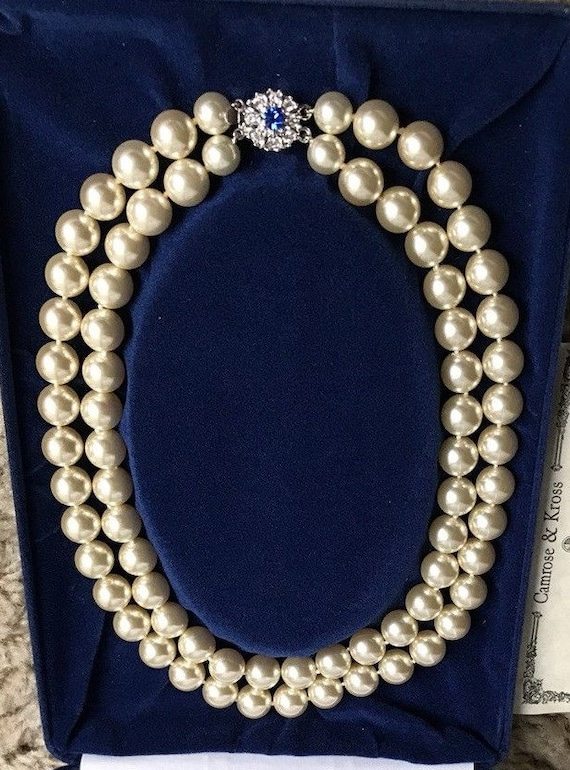 Cross is 1 14/'   silver tone Jackie Kennedy Faux Pearl Necklace  16  2 ext