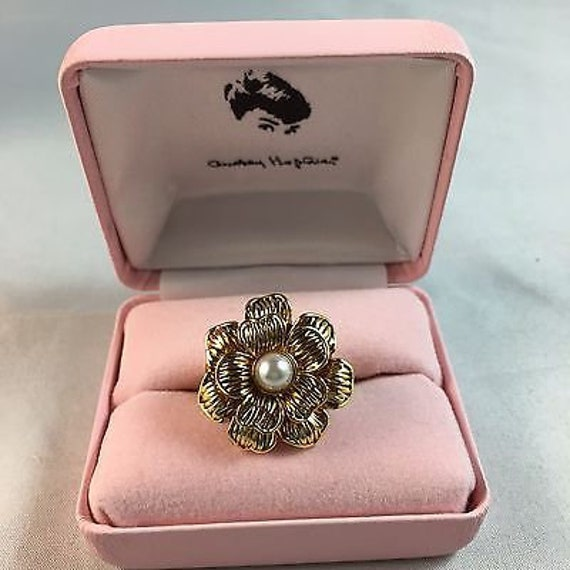 Audrey Hepburn Ring - Gold Flower with Pearl Cente