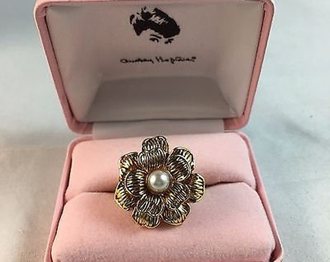 Audrey Hepburn Ring - Gold Flower with Pearl Center