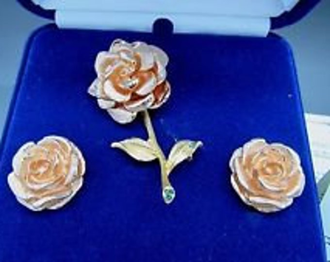 Jackie Kennedy Jewelry Set - Rose Pin and Rose Earrings, Gold Jewelry Set