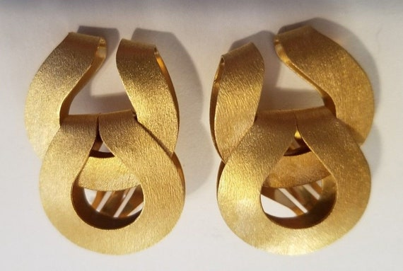 Jackie Kennedy Runway Earrings - Matte Finish Clip