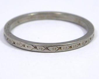 18k Art Deco Engraved White Gold Band Size 7 3/4 2mm Wide