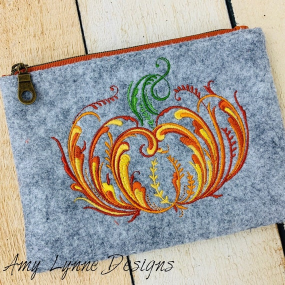 Wool Felt Pumpkin Embroidery Coin Purse Embroidered with Fall Design, Change Purse Embroidered with Pumpkin, Mini Wallet