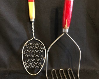 Red Chippy Handle Shabby Chic Vintage Hand Held Masher Chippy Handle Masher Farmhouse Decor Red Handle Masher Vintage Kitchen