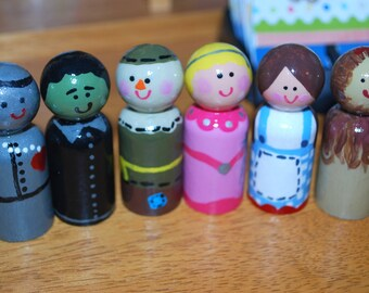 Hand painted Wizard of Oz peg dolls