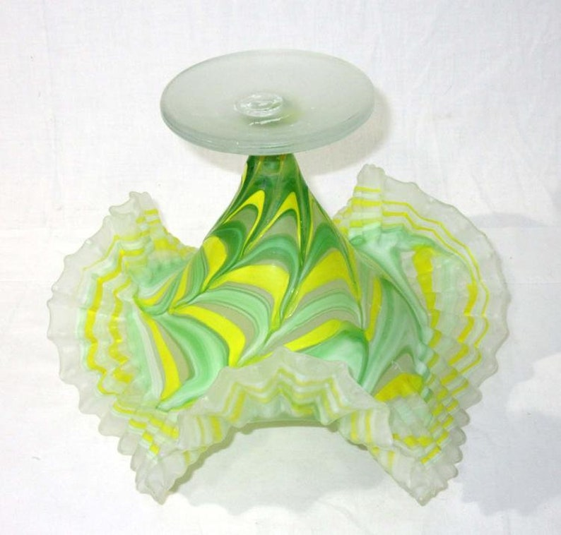 Pottery & Glass Decorative Crimped Glass Vase High Quality And Low Overhead