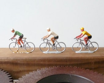 Figurines cyclistes en métal Tour de France Lot de 3 vélos Salza Cyclistes Jouet ancien 1960