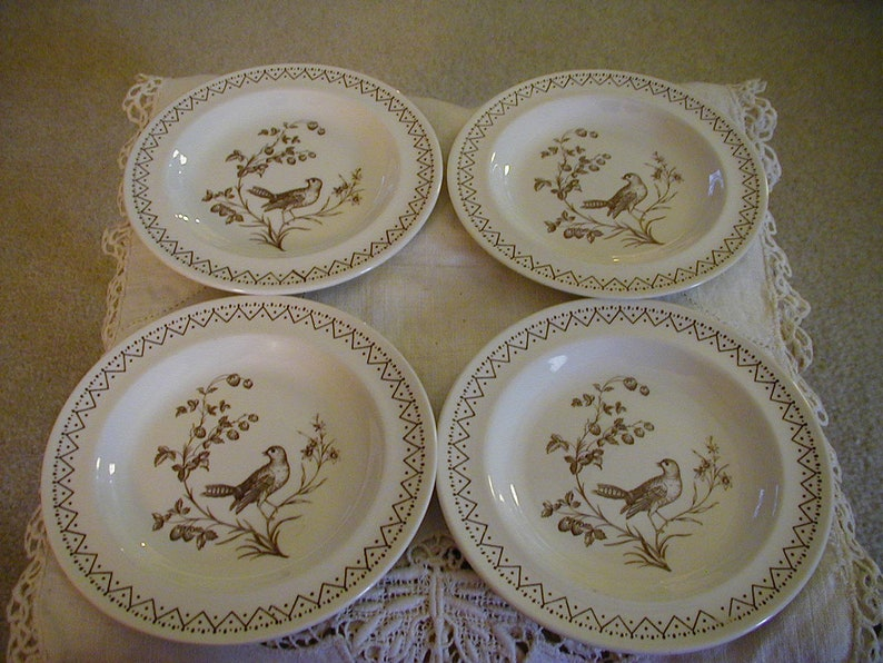 4 Lovely Aviary Williamsburg Plates for display or to mix n match for table settings.Wondefrful unused condition very pretty and collectible