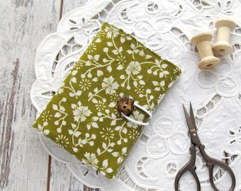 Green needle book, Linen sewing case, Floral needle holder, Sewing organizer, Needlebook, Sewing accessories, Pincushion