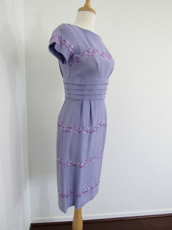 1950s Lavender Embroidered Cloth Wiggle Dress