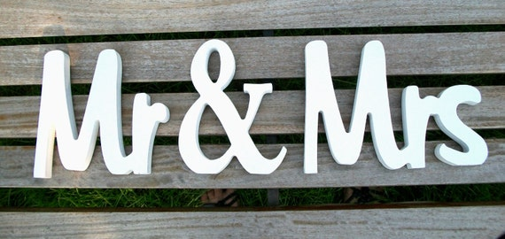 Handpainted Mr and Mrs Wedding Sign, Wedding Decor, Mr and Mrs, Wedding Gift, Wedding Signs, Bridal Shower Gift, Wood Sign