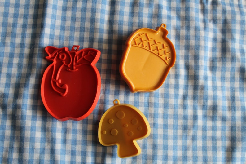 Hallmark 3 Cookie Cutters Apple Mushroom And Acorn Plastic Cookie Cutters Richard Scarry Lowly Worm Apple