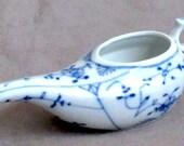 unmarked Meissen type blue white Invalid Feeder