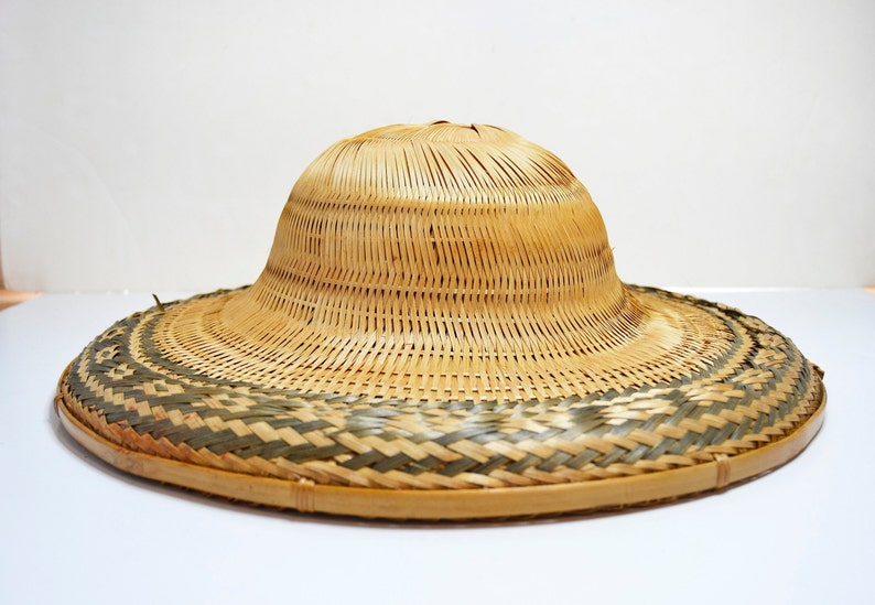 e507c4e8178 Vintage Chinese Vietnamese Asian Bamboo Straw Cone Conical