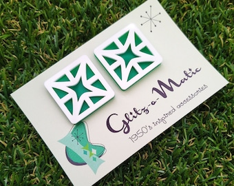 1950s style breeze block stud earrings in white and mint green glitz-o-matic